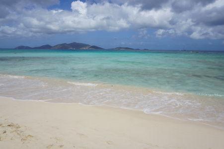 Pláž v zálive Long Bay - Oproti ostrov Jost van Dyke