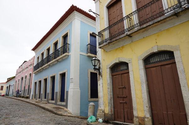 Farebné fasády koloniálnych budov v historickom centre São Luís
