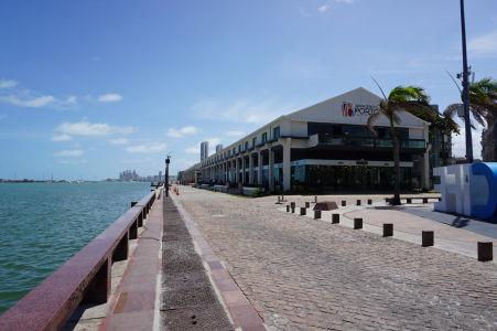 Pobrežie Atlantiku v historickom centre Recife - Nachádzajú sa tu posh reštaurácie