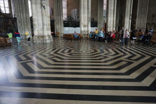 Labyrint v Katedrále Matky Božej v Amiens