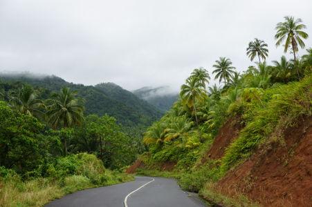 Cesty na Dominike bývajú občas spektakulárne