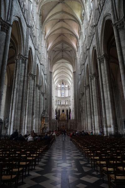 Hlavná loď Katedrály Matky Božej v Amiens