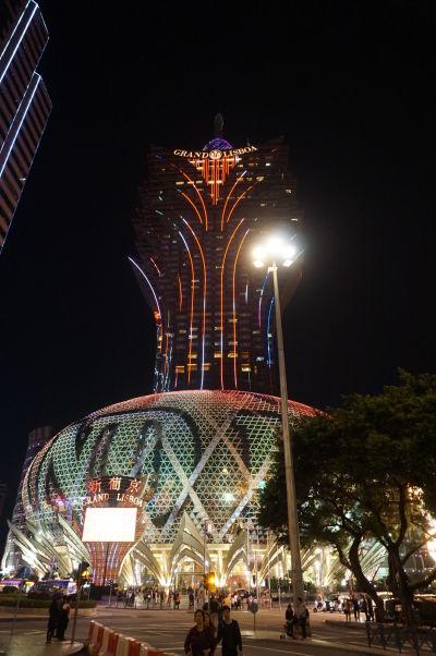 Kasíno Grand Lisboa v Macau v noci