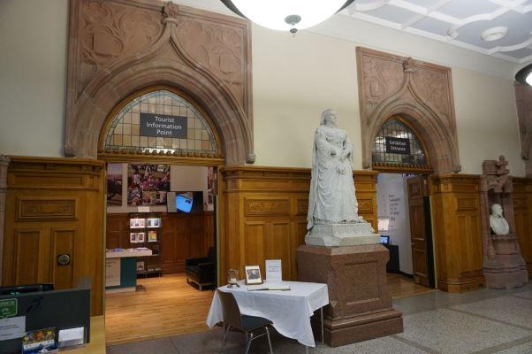 Informačné centrum radnice (Guildhall) severoírskeho mesta Londonderry