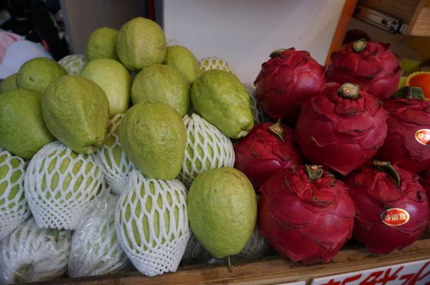 Na ulici Dihua v Tchaj-peji nakúpite výborné čerstvé ovocie, pričom niektoré druhy ani nebudete poznať, takže je tu ideálna možnosť otestovať nové veci
