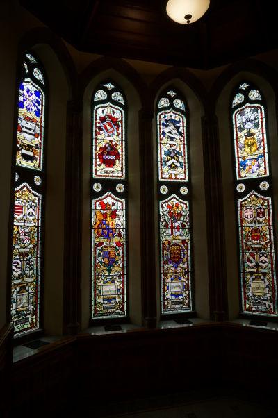 Radnica (Guildhall) severoírskeho mesta Londonderry je známa svojimi vitrážovými oknami