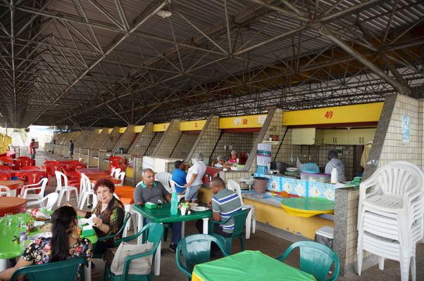 Stánky s občerstvením na rybom trhu v São Luís