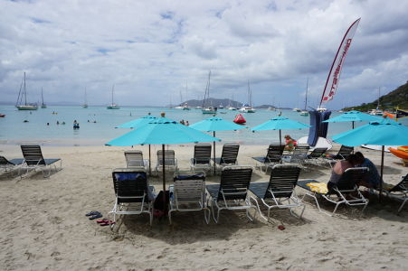 Pláž v Cane Garden Bay