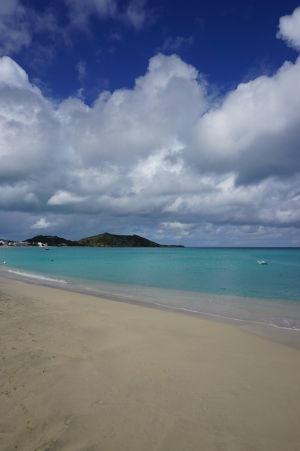 Pláž a tyrkysové more v Grand Case