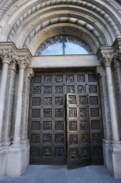 Vstupný portál do Grossmünsteru - Protestantskej katedrály v Zürichu