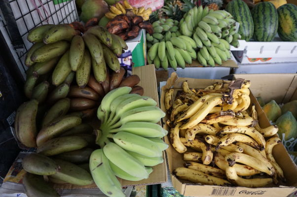 Na ulici Dihua v Tchaj-peji nakúpite výborné čerstvé ovocie - zima je banánová sezóna a v jednom malom obchode nájdete viac druhov banánov, ako vo všetkých nákupných centrách u nas dokopy