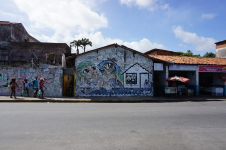 """Mnoho budov v Olinde """"zdobia"""" graffiti"""