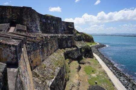 Mohutné hradby pevnosti El Morro v San Juane