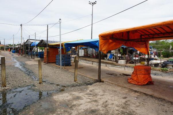 Stánky pri rybom trhu v São Luís