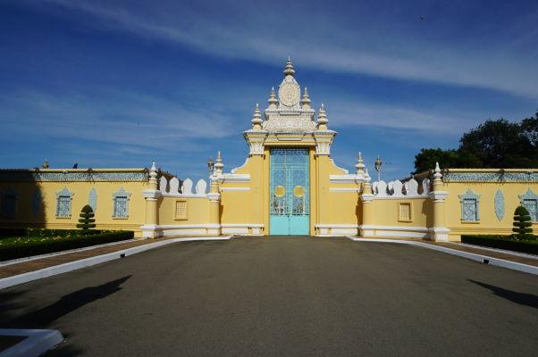 Vstupná brána Kráľovského paláca zvnútra