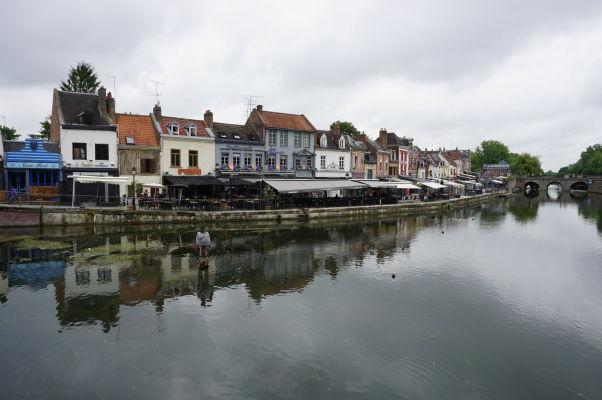 Rieka Somme a náplavka Quai Belu v Amiens