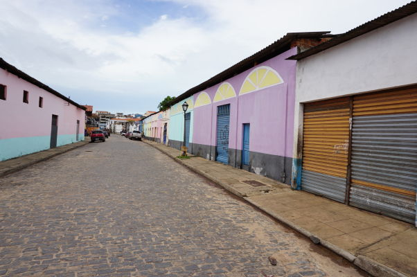Opustené ulice v okolí historického centra São Luís