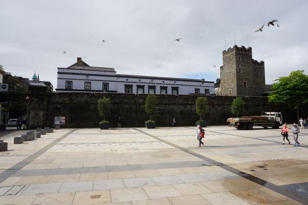 Opevnenie severoírskeho mesta Londonderry - vpravo vidieť vežu Tower, v ktorej sídli hlavné múzeum mesta