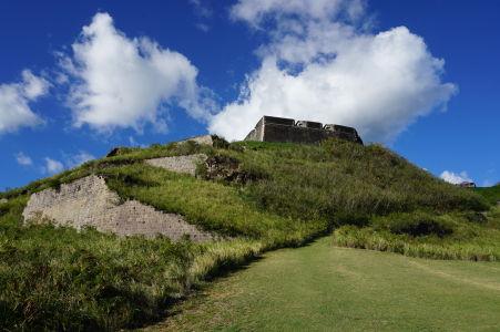 Pohľad na citadelu - bašta sa nachádza o niekoľko úrovní nižšie