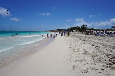 Pláž Orient Beach - jedna z najkrajších pláží celého ostrova Svätý Martin - biely piesok, tyrkysové more a azúrové nebo - čo viac chcieť?