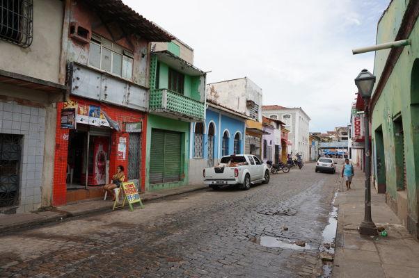 Zanedbané domy v uliciach v okolí historického centra São Luís