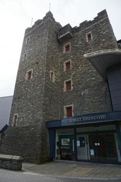 Veža Tower, v ktorej sídli hlavné múzeum mesta Londonderry - výstavy informujú návštevníkov o kompletnej histórie mesta