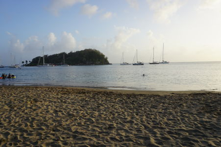 Pláž v zálive Indian Bay a Dove Island (Holubičí Island)