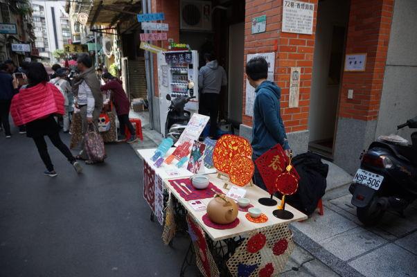 Pouličné stánky na ulici Dihua v Tchaj-peji