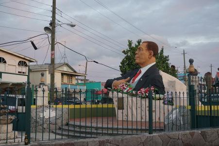 Pamätník V. C. Birda, prvého premiéra Antiguy a Barbudy a národného hrdinu