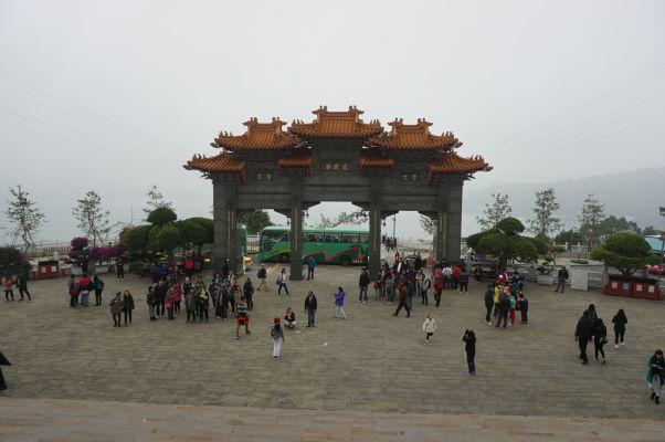 Vstupná brána chrámu Wenwu nad Jazerom Slnka a Mesiaca (Sun Moon Lake) na Taiwane