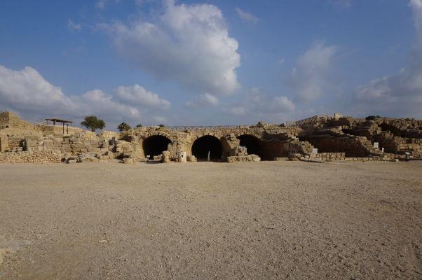 Hipodróm pre preteky štvorzáprahov v meste Caesarea - časť, ktorá neskôr fungovala ako kúpele