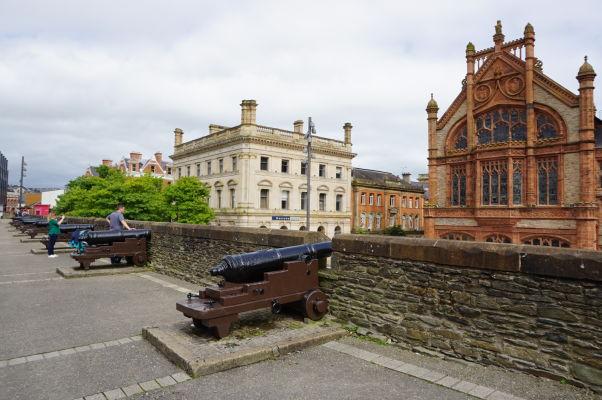 Opevnenie mesta Londonderry bolo vybavené i delami