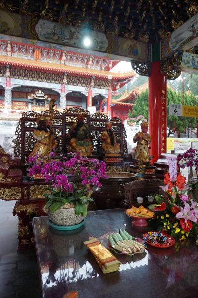 Ozdobné oltáre - Chrám Wenwu nad Jazerom Slnka a Mesiaca (Sun Moon Lake) na Taiwane