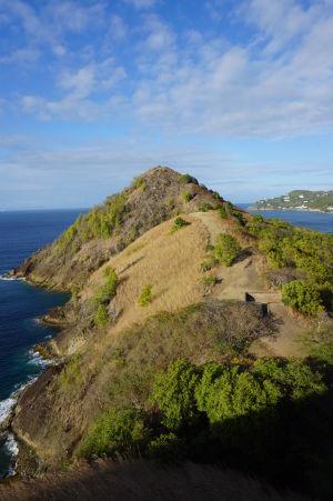 Pohľad na Signal Peak z pevnosti Fort Rodney v národnom parku Pigeon Island na Svätej Lucii