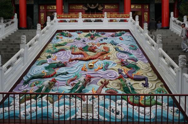 Ozdobný reliéf - Chrám Wenwu nad Jazerom Slnka a Mesiaca (Sun Moon Lake) na Taiwane