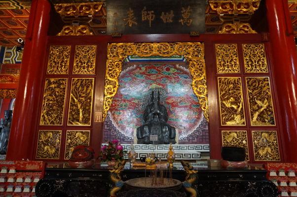 Jeden z oltárov - Chrám Wenwu nad Jazerom Slnka a Mesiaca (Sun Moon Lake) na Taiwane