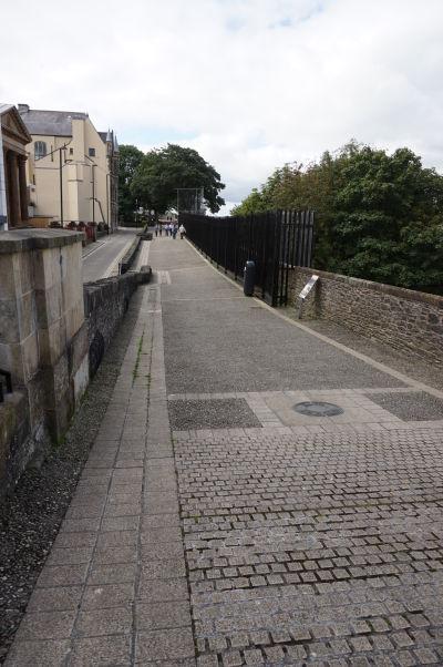 Po pôvodnom opevnení severoírskeho Londonderry sa môžete pohodlne prejst okolo celého historického centra