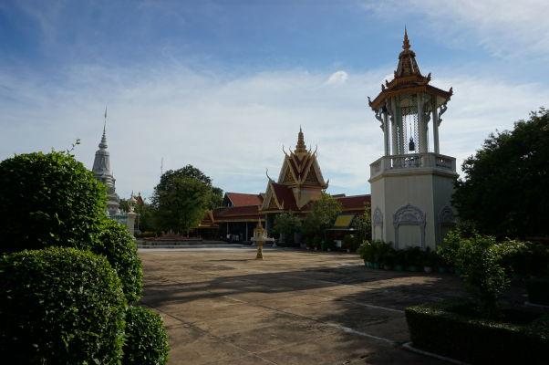V Kráľovskom paláci v Phnom Penhu nájdeme stupy i zvonice