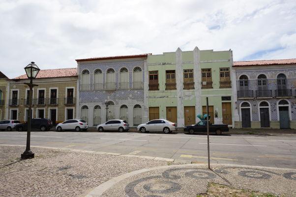 Koloniálne domy na Egyptskej ulici (Rua do Egito), oddeľujúcej historické a nové centrum São Luís