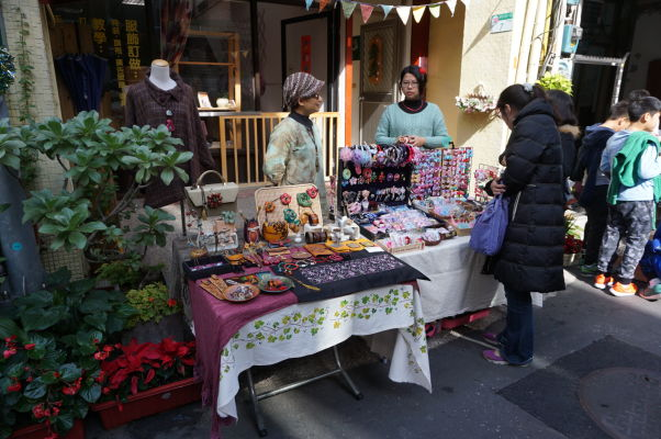 Pouliční predajcovia na ulici Dihua v Tchaj-peji