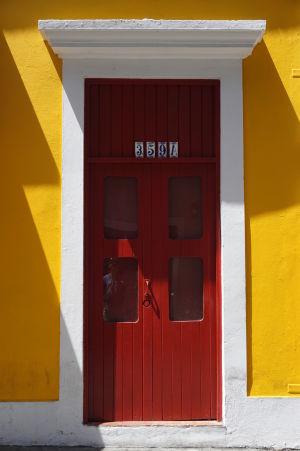 Farebné dvere v historickom centre San Juanu