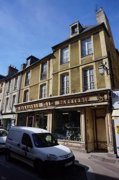 Antikvariát a starožitníctvo v Bayeux