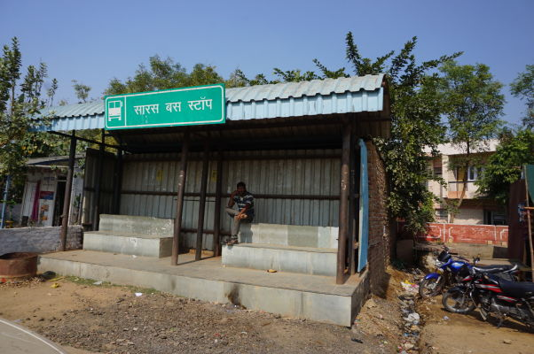 Autobusová zastávka v Bharatpure, z ktorej sa dostanete do Fatehpur Sikri (alebo i Agry)