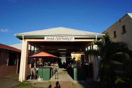 Trh so suvenírmi v Basseterre