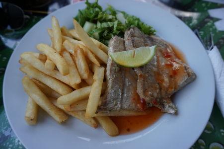Grilovaná ryba z baru na Barbadose