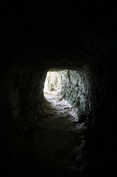Útes Aval pri Étretate a tunel vyhĺbený v skale