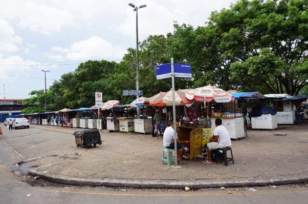 Stánky na námesti Praça Deodoro v São Luís