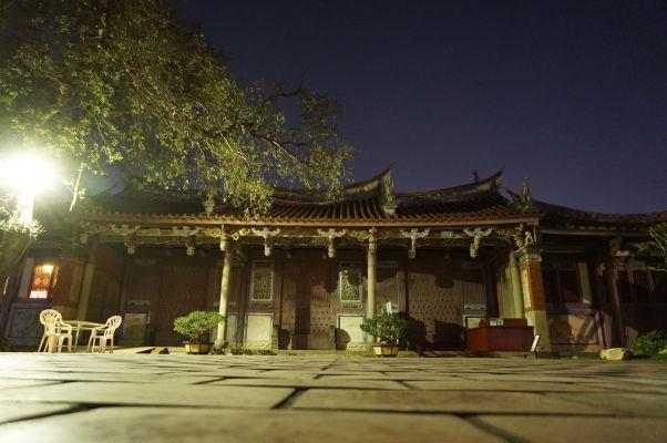 Konfuciov chrám v Tchaj-nane v noci