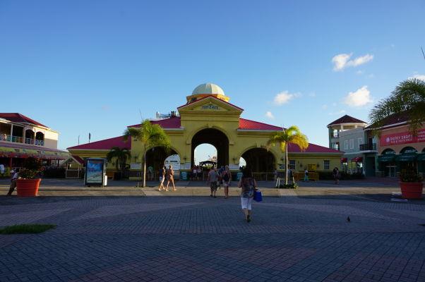 Hlavný prístv v Basseterre, hlavnom meste Sv. Krištofa