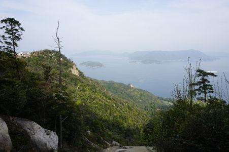 Výhľad na ostrovy Onasabi a Etadžima (Etajima) z hory Misen
